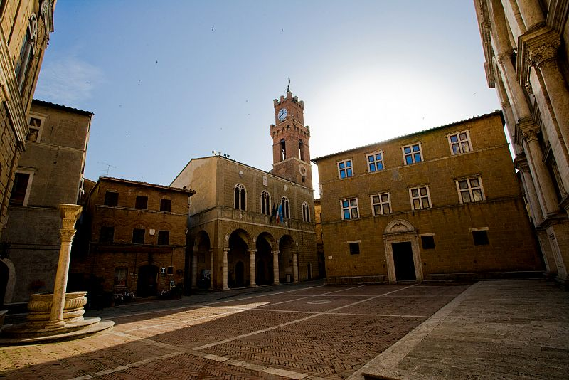 Visit the Piccolomini Palace